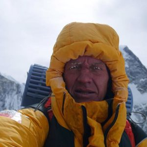 Winter K2: Urubko Breaks from Team, Ascends Alone