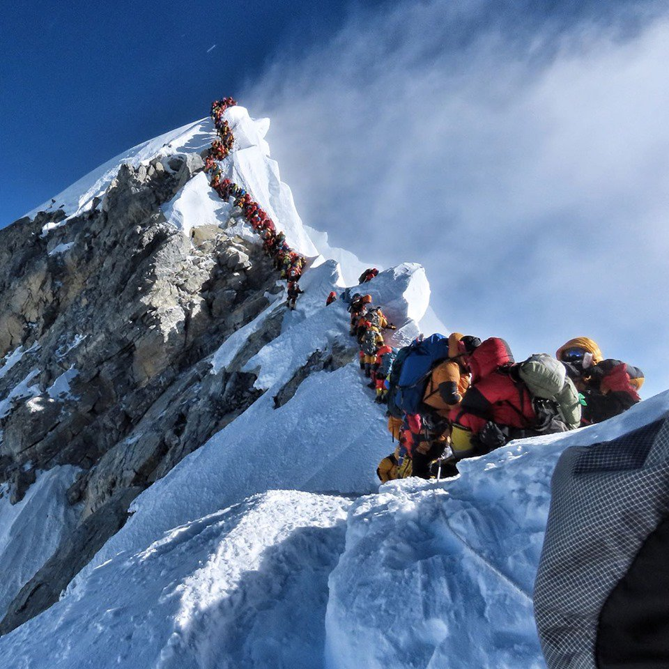 Traffic jamps on Everest upper sections, May 22, 2019