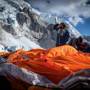 Everest: Wind Forces Delay