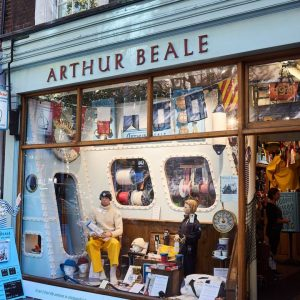 """""""Mad Sailor Shop"""" Closes After 500 Years"""