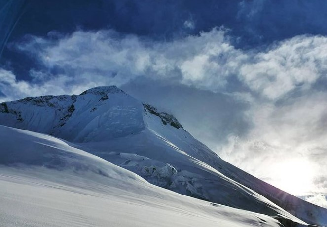The partly cloudy summit of Dhaulagiri
