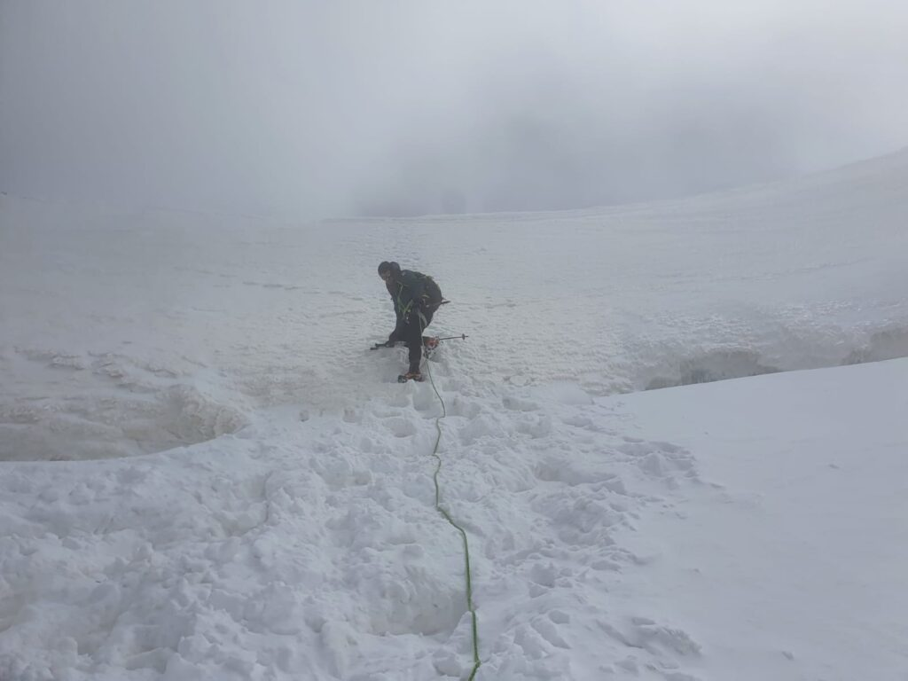 Castagna in una bufera di neve sul Lyskamm.