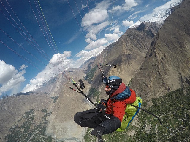 antoine girard paraglider