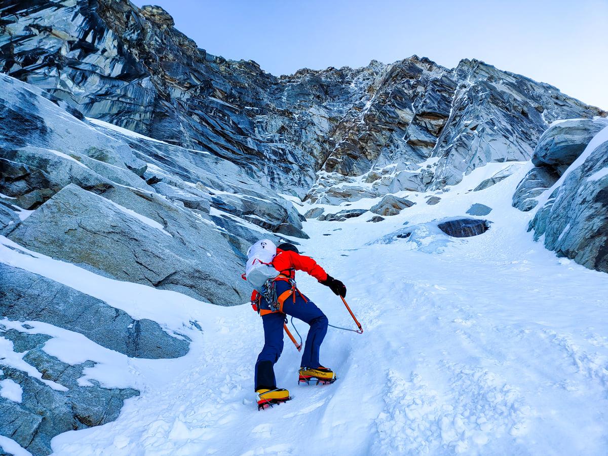 Viva Peru Carajo climbing up